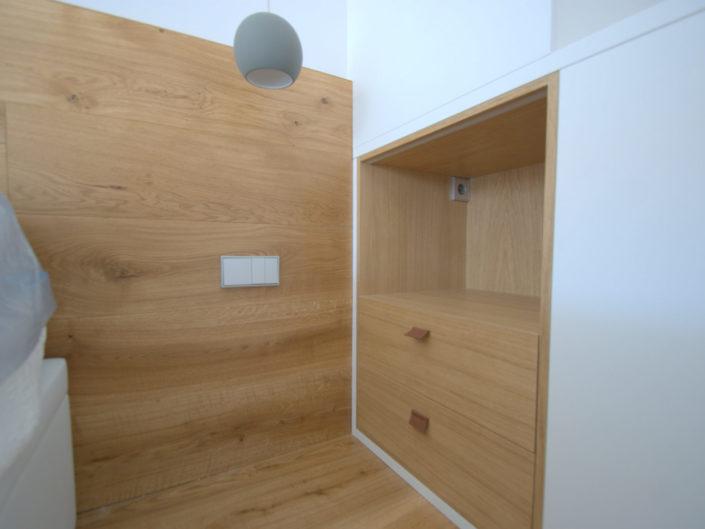 Dormitorio, mobiliario y suelo